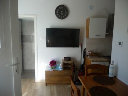 apartment damir-table kitchen with tv