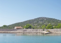 Fisherman's house Dario with a small boat, Island Radelj