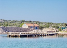Fisherman's house 4+2 with little garden, Island Radelj