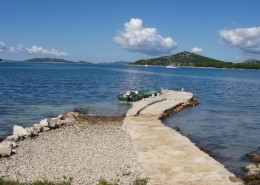 Maison de pêcheurs Boris - Jetée avec petit bateau et vue mer