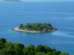 Tužbina, une petite île près de Murter