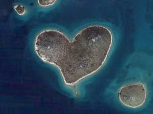 Galešnjak, ostrov ve tvaru srdce, souostroví Kornati